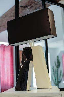 Lampe Ballade Couture bicolore noire et blanche. Les artisans d'art.
