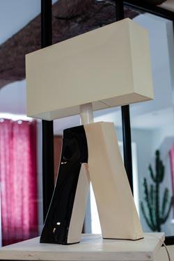 Lampe Ballade Couture 2 noire et blanche. Les artisans d'art.