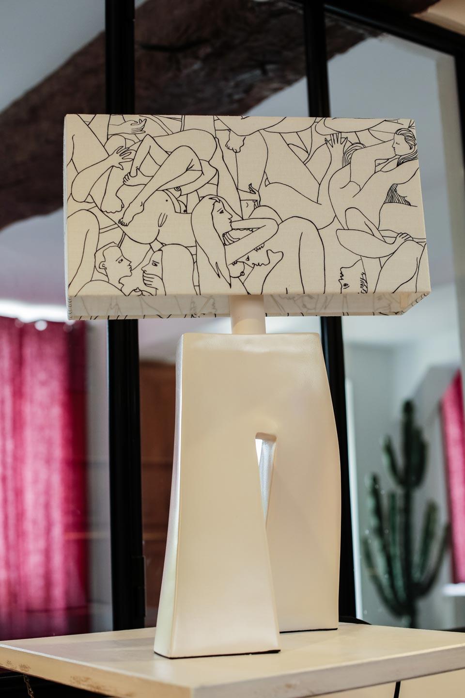 Lampe Ballade Le couple de Pierre Frey blanche. Les artisans d