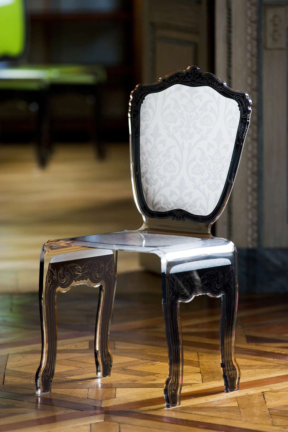 chaise baroque plexiglas motif blanc acrila sp cialiste du plexiglas r f 11030351. Black Bedroom Furniture Sets. Home Design Ideas
