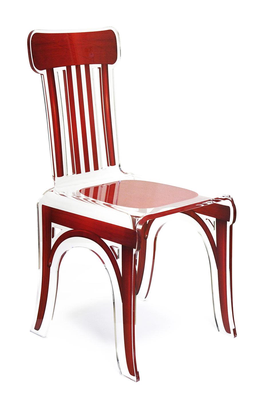 Chaise plexiglass transparent bistrot motif bois rouge for Chaise plexi bois
