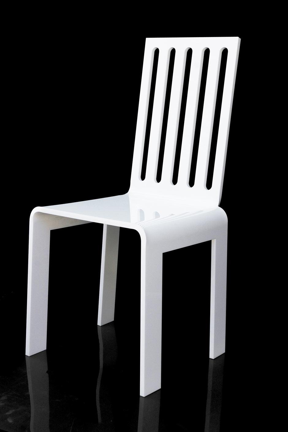 Chaise de jardin blanche plexiglas barreaux acrila for Barreaux de chaise