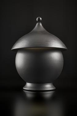 Lampe de table en céramique et sphère noir mat. Aldo Bernardi.