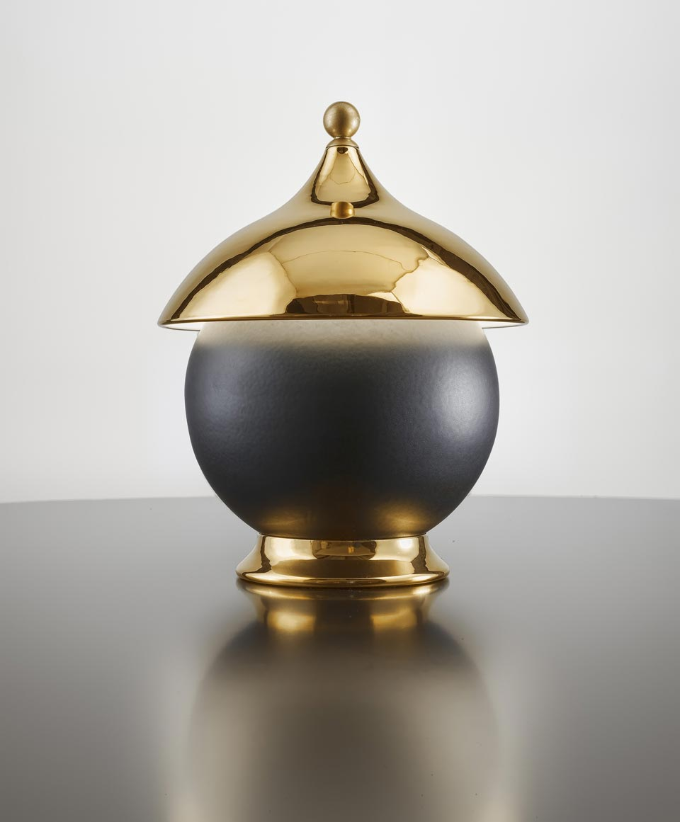 Lampe de table en céramique or et sphère noir mat. Aldo Bernardi.