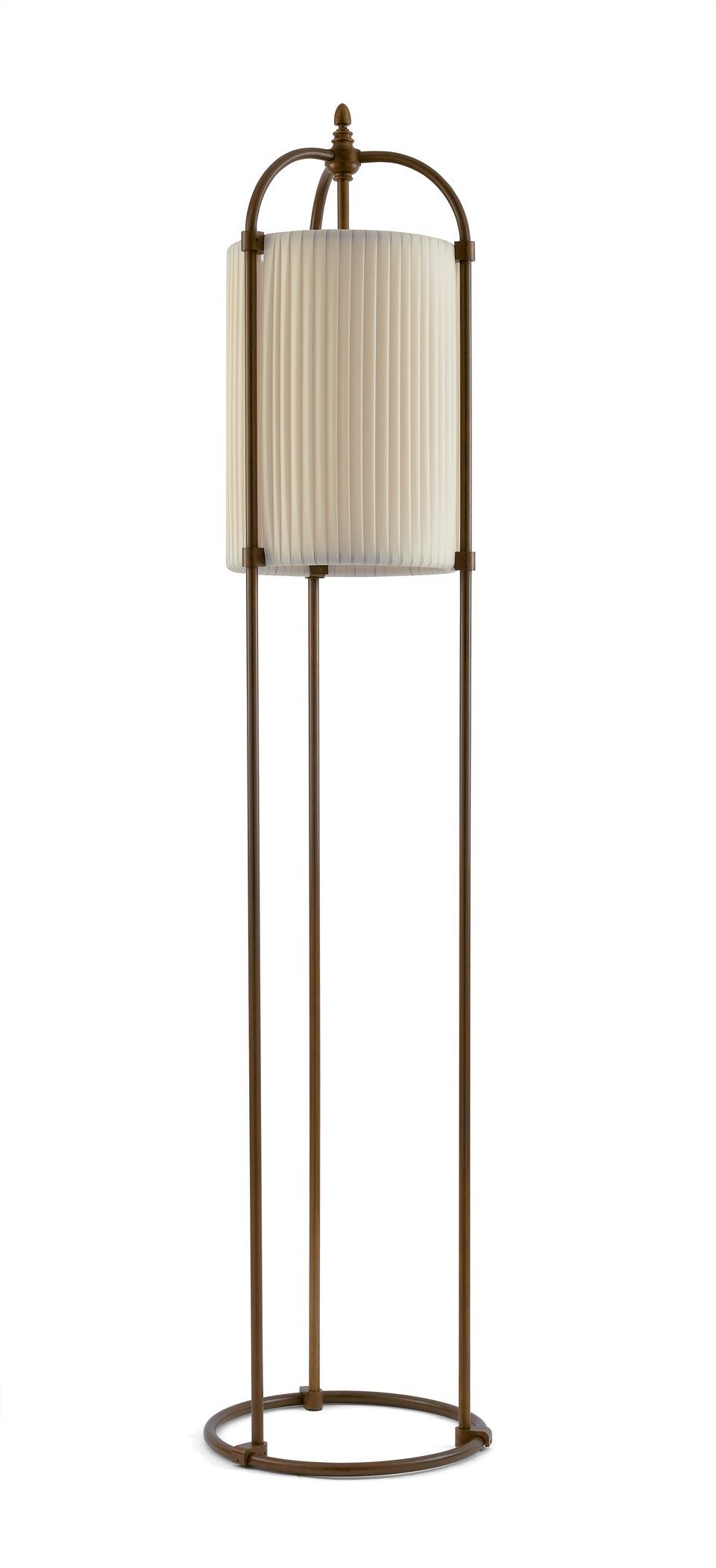 Lampadaire cylindre soie beige et patine antique foncée. Aldo Bernardi.