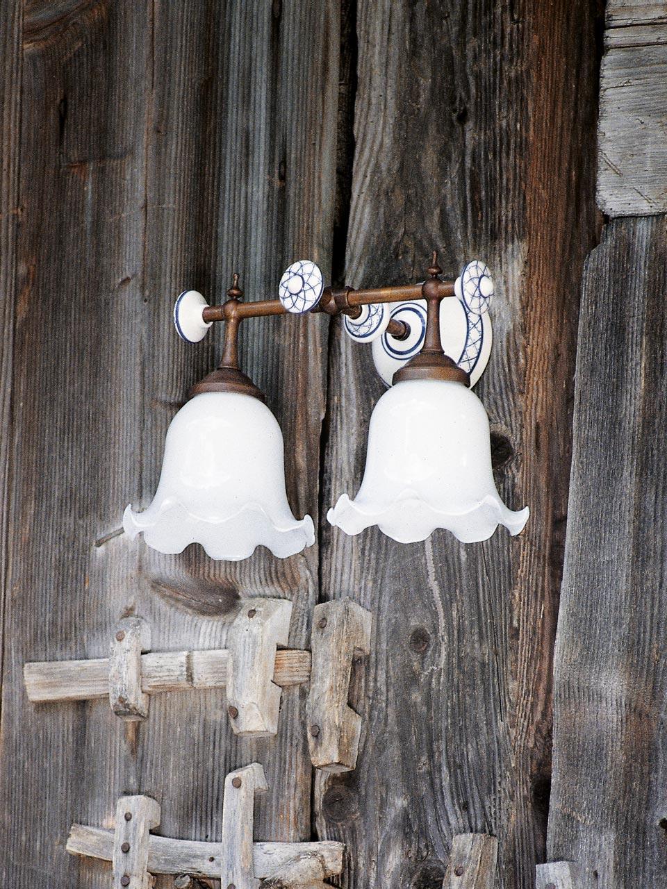 Applique double tige de laiton patin porcelaine blanche unie et verre opa - Applique porcelaine blanche ...