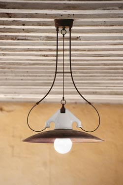 Round pendant lamp in white porcelain and aged brass. Aldo Bernardi.