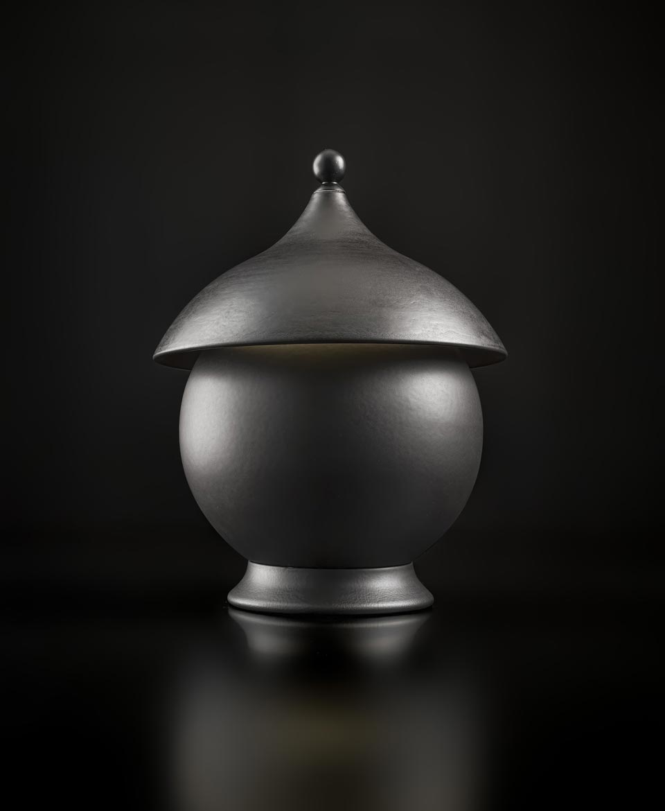 Table lamp in ceramic and matt black sphere. Aldo Bernardi.