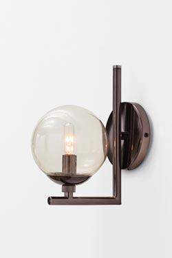 Quimby applique simple en métal brun et boule en verre. Arteriors.