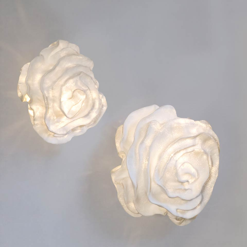 applique tissu blanc forme fleur nevo arturo alvarez luminaire design fabriqu en espagne. Black Bedroom Furniture Sets. Home Design Ideas