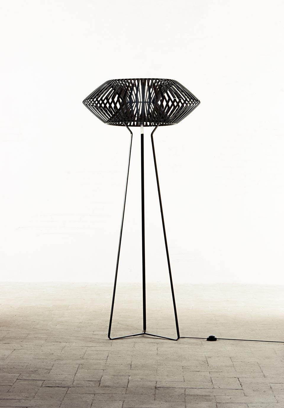 Picture of: Black Graphic Floor Lamp V Arturo Alvarez Luminaire Design Fabrique En Espagne Ref 19110008