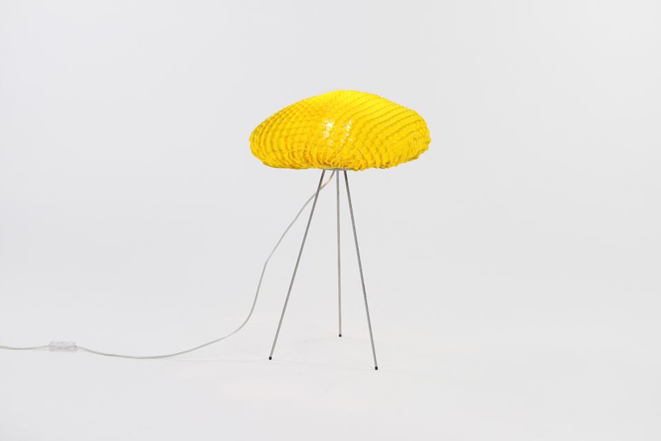 lampe de table jaune en tissu simetech tati arturo alvarez luminaire design fabriqu en. Black Bedroom Furniture Sets. Home Design Ideas