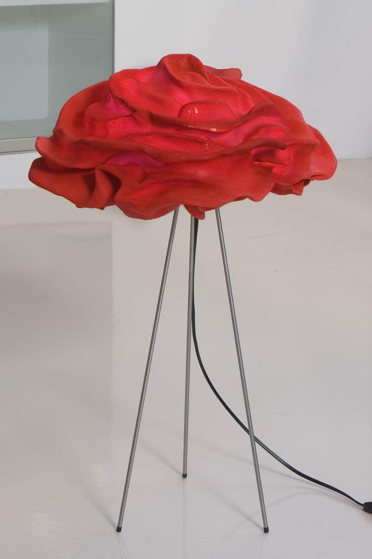 Lampe fleur de tissu rouge Nevo. Arturo Alvarez.