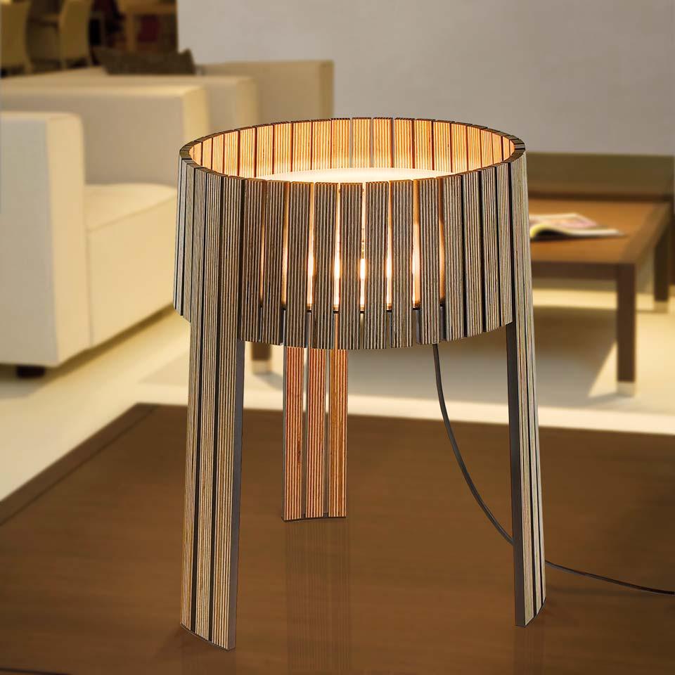 Lampe tripode lattes de bois wengé Shio. Arturo Alvarez.