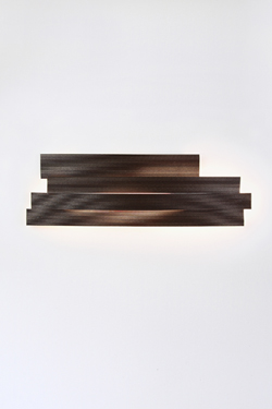 Li longue applique LED  marron en cellulose pressée . Arturo Alvarez.