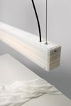 Suspension longue en verre opaque blanc brillant. Arturo Alvarez.