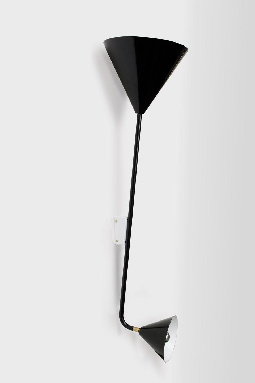 Applique design noire double cône en métal . Atelier Areti.