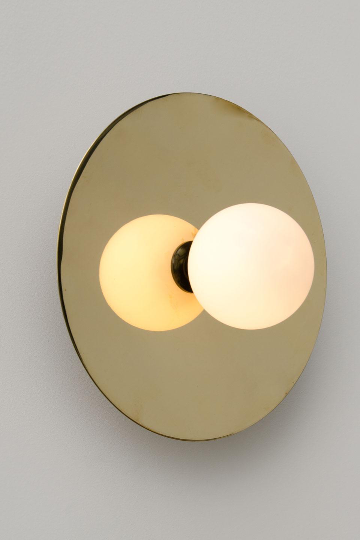 Applique dorée et noire Disc and sphère. Atelier Areti.