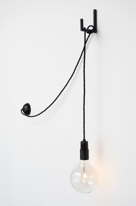 Applique minimaliste noire Hook. Atelier Areti.