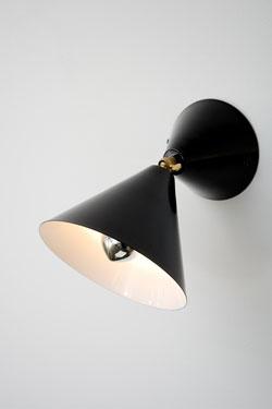 Applique noire cône orientable intérieur blanc. Atelier Areti.