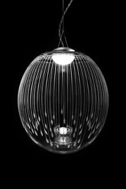 Kirshlag Suspension en cristal soufflé gravé sphère dessin no 5 petit modèle. Atelier Areti.