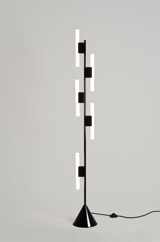 Lampadaire noir Design 5 tubes. Atelier Areti.