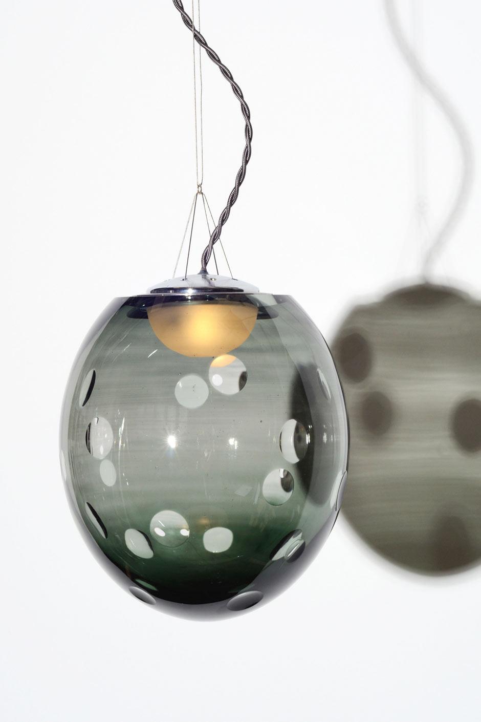 Suspension boule cristal soufflé motif lentilles Kalin petit modèle. Atelier Areti.