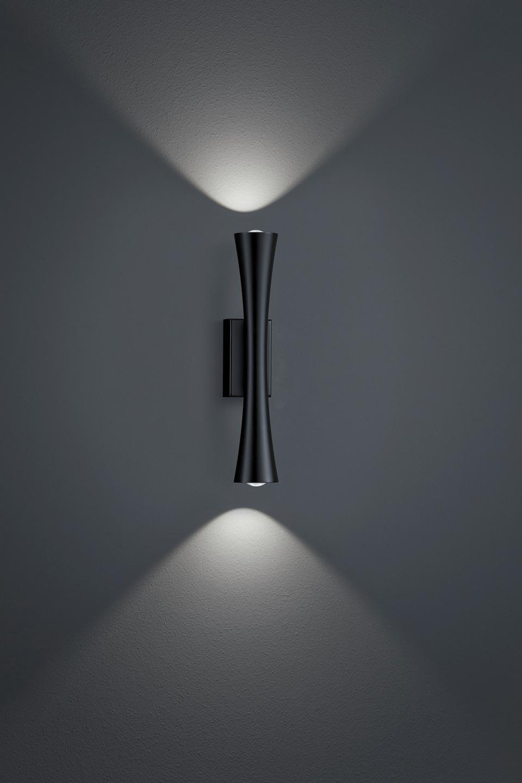 Applique fine en métal noir mat. Baulmann Leuchten.