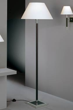 Lampadaire en noyer foncé, métal nickelé poli et chintz blanc grand modèle. Baulmann Leuchten.