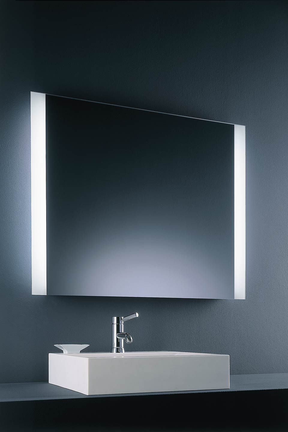 luminaire salle de bain miroir. Black Bedroom Furniture Sets. Home Design Ideas