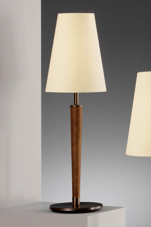 Lampe noyer vernis rouille surface en tissé. Baulmann Leuchten.