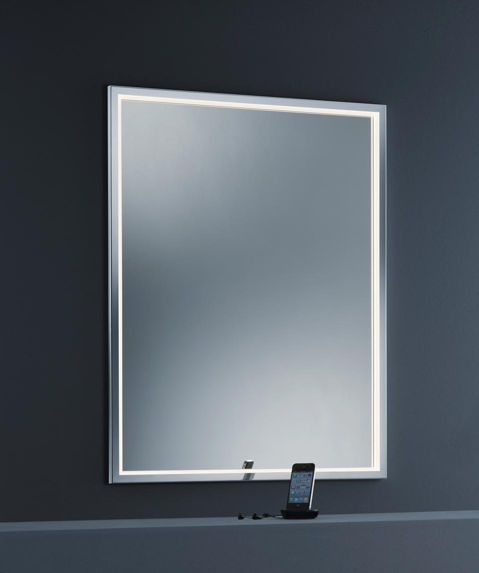 Miroir à éclairage Led par le cadre, protection IP44.
