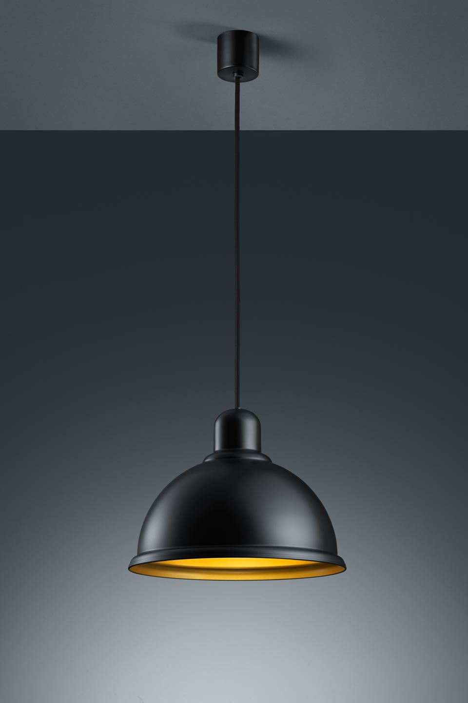 Suspension en m tal noir mat style industriel baulmann for Luminaire suspension industriel