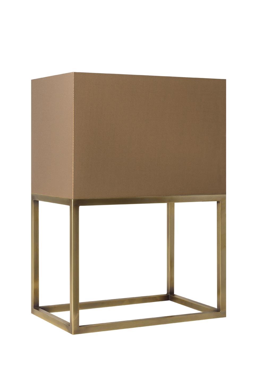 Lampe de table polygone laiton finition dorée L177. Casadisagne.