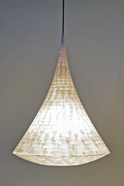 Arabesque suspension conique en papier japonais petit modèle. Céline Wright.