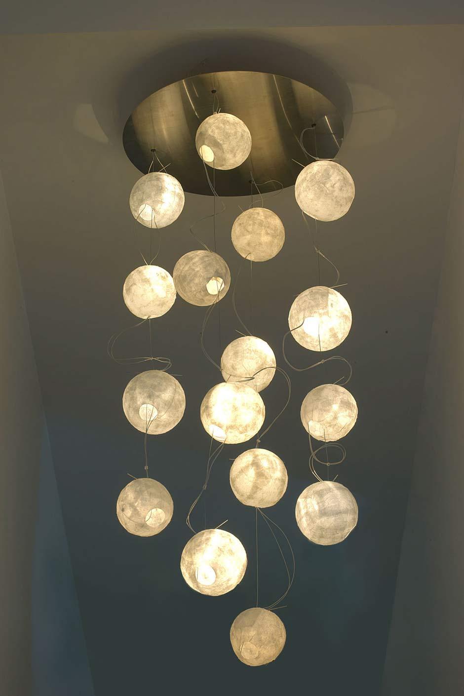 constellation lustre 16 lunes grand mod le en papier japonais c line wright r f 11090344. Black Bedroom Furniture Sets. Home Design Ideas