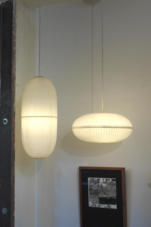 Lampe Suspension Papier Design suspension blanche géométrique et cordon gainé tissu ivoire
