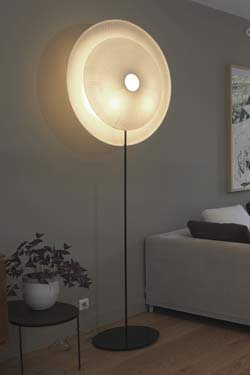 Diva lampadaire en papier japonais. Céline Wright.