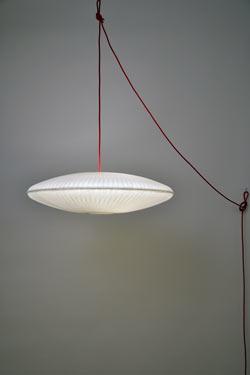 Kaleidoscope suspension déportée ajustable papier japonais et fil noué écru. Céline Wright.
