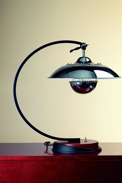 1930s style desk lamp in chrome-plated aluminum. Contract&More.