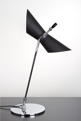 Lampe de table Design noir en métal. Contract&More.