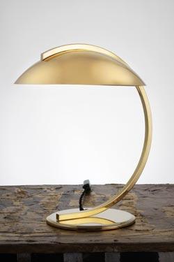 Lampe de table en laiton poli Bauhaus 1930. Contract&More.