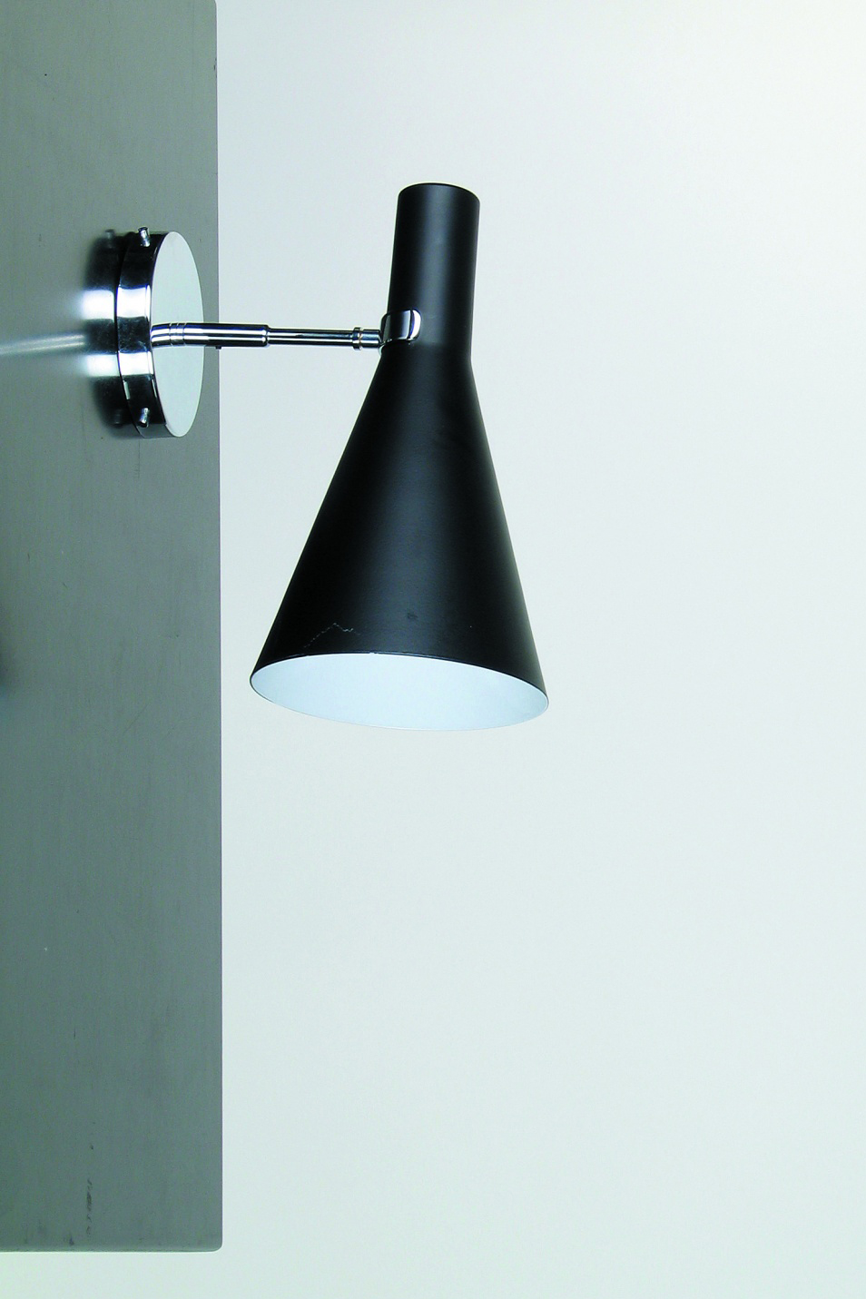 Black Wall Lamp In Conical Shape White Interior Contract More Applique Ref 17060036