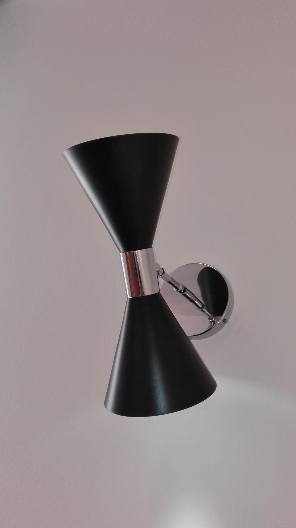 Wall lamp black lacquered double cone. Contract&More.