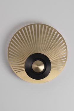 Applique Earth-Radian, disque, excentrée, laiton satiné et graphite. CVL Luminaires.