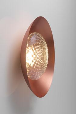 Applique Wok en cuivre et verre soufflé à motif écailles. CVL Luminaires.