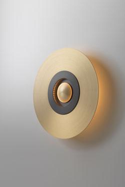 Earth-Sober applique en laiton satiné et graphite petit modèle. CVL Luminaires.