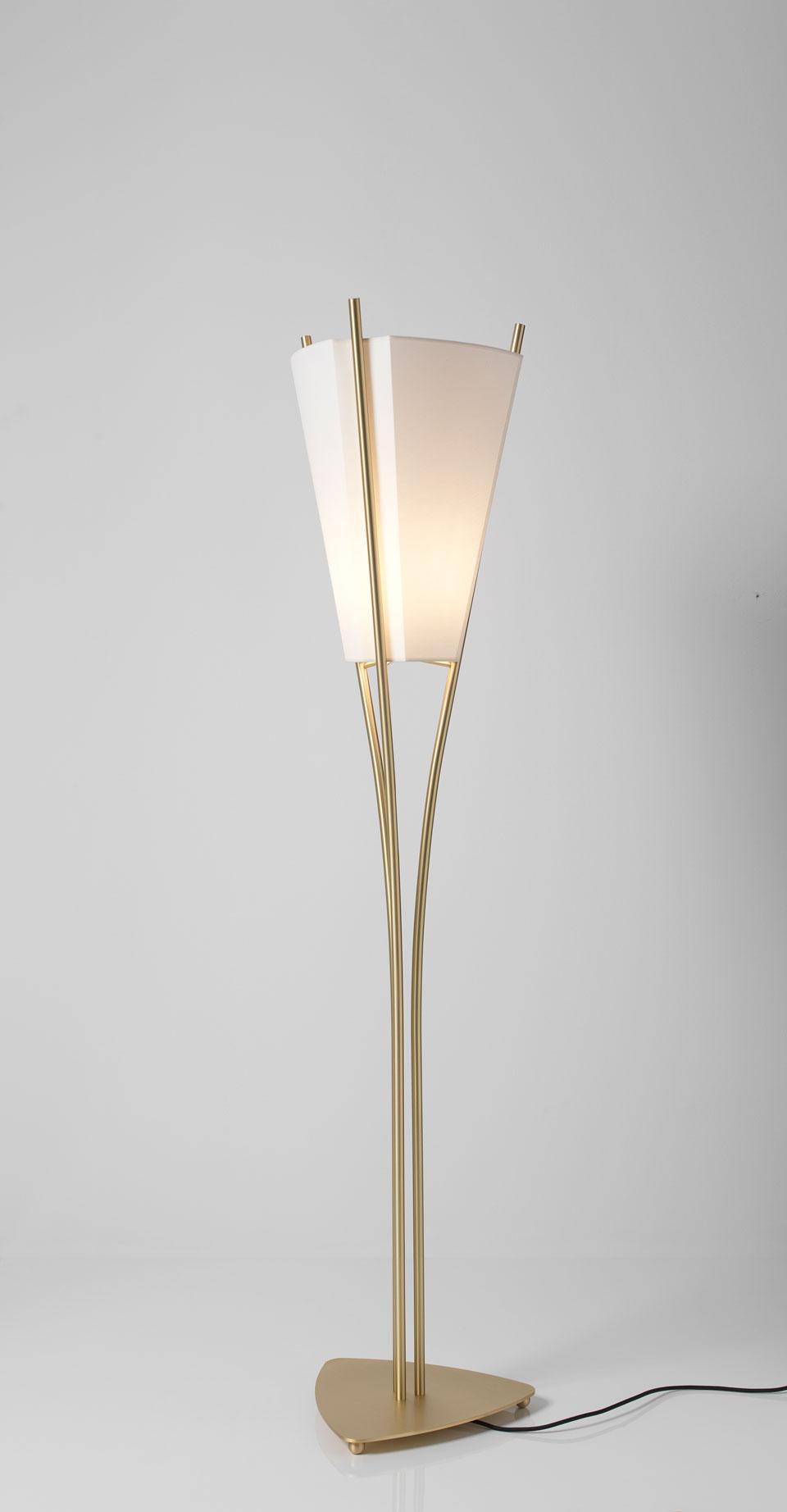 Lampadaire design Curve petit modèle, en laiton satiné. CVL Luminaires.