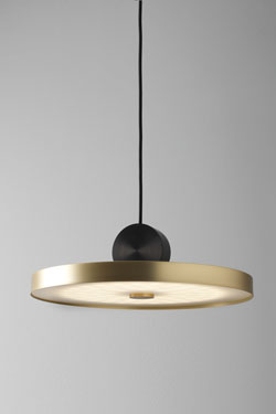 Large suspension Calée V4 minimaliste en laiton et polycarbonate. CVL Luminaires.