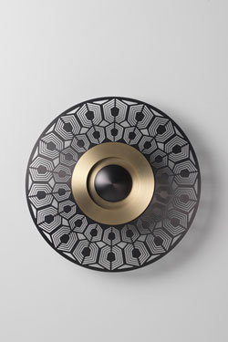 Wall lamp EARTH-TURTLE small model in satin brass and graphite. CVL Luminaires.